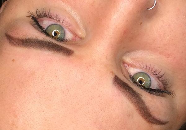 nacher Cover-Up mit Powderbrows by larissa