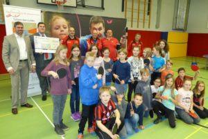 Das Tischtennis Schnuppermobil besuchte die Schule im Emsbachtal
