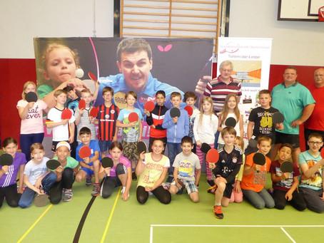 Das Tischtennis Schnuppermobil besuchte die Schule im Emsbachtal Niederbrechen