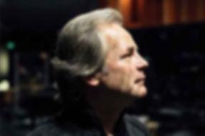 Dirigent Axel Kober im Portrait im Orchestergraben der Düsseldorfer Symphoniker in der Deutschen Oper am Rhein