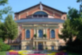Das Bayreuther Festspielhaus im Sommer 2016 in dem Axel Kober den Fliegenden Holländer dirigierte