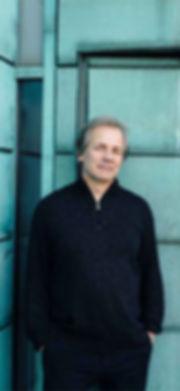 Dirigent Axel Kober auf dem Dach der Deutschen Oper am Rhein