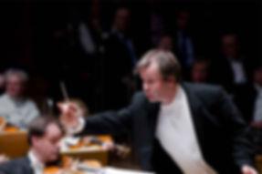 Dirigent Axel Kober im Konzert mit den Düsseldorfer Symphonikern