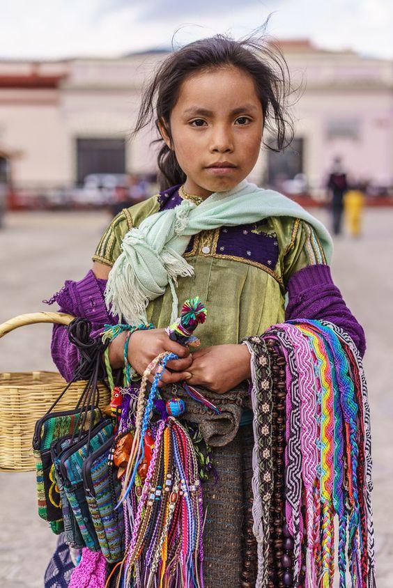 ¿Te gustaría conocer más de las etnias en Chiapas? Uno de los lugares en México con más sincretismo cultural y religioso, donde podrás vivir de cerca sus fiestas y rituales.  Déjanos contarte más a cerca de este impactante lugar.