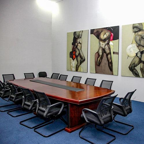 Mesa de reuniones de madera