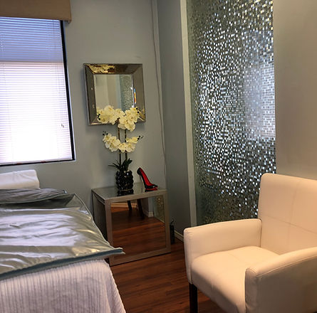 Sauna Room, Nonsurgical facelift, skin tightening, acne removal, scar removal, UL therapy, Newport Beach