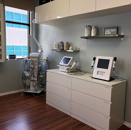 PRP Injectio Room, Nonsurgical facelift, skin tightening, acne removal, scar removal, UL therapy, Newport Beach