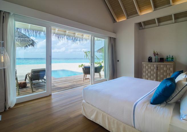 03_baglioni_resort_maldives_pool_grand_b