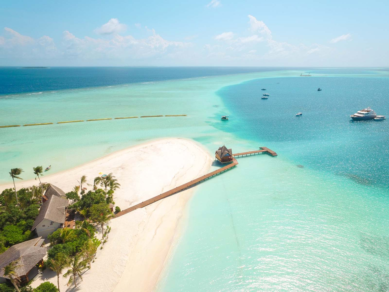 Dhigifaru Island Resort yourescape (10)