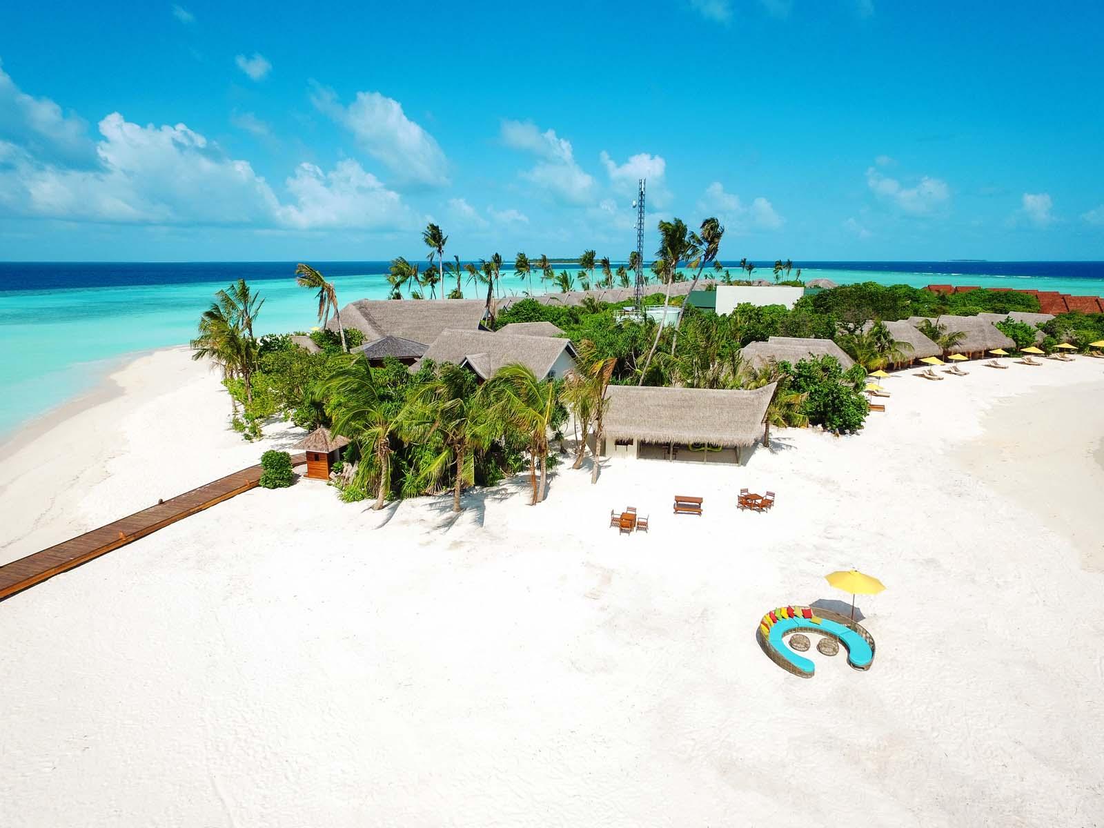 Dhigifaru Island Resort yourescape (18)