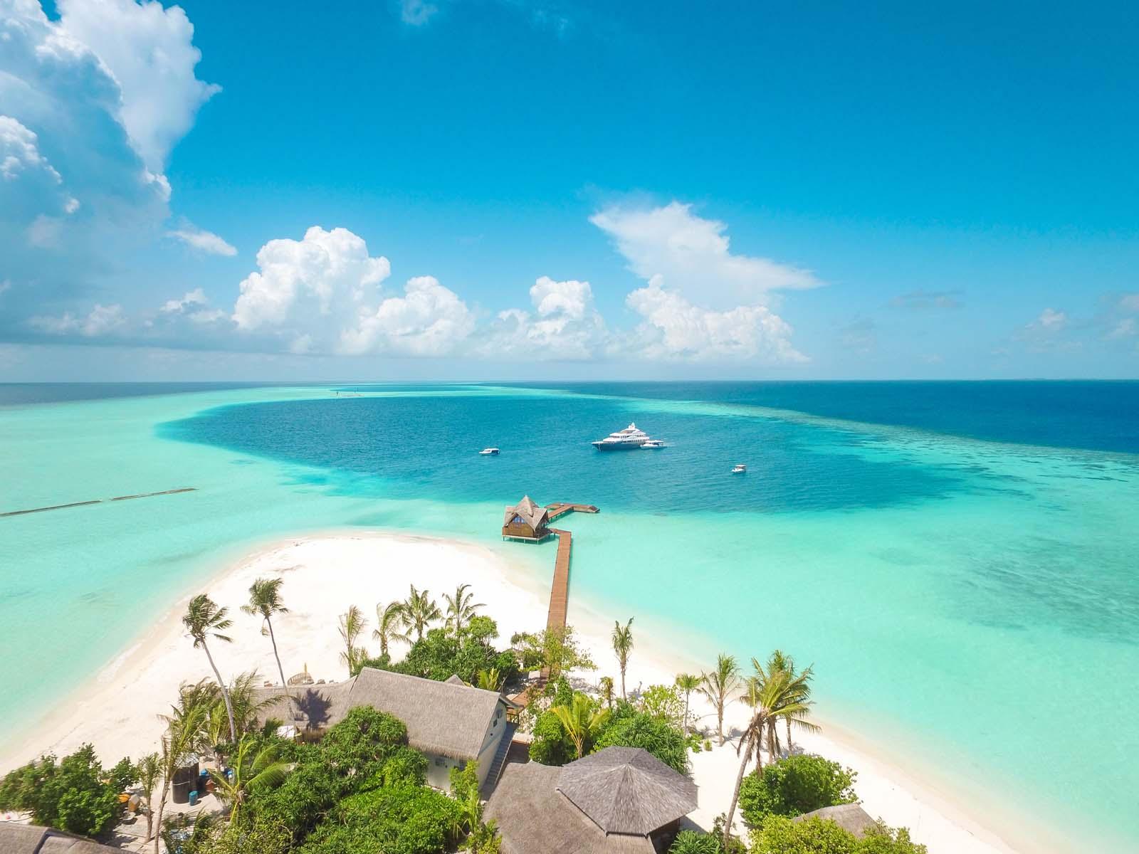 Dhigifaru Island Resort yourescape (9)