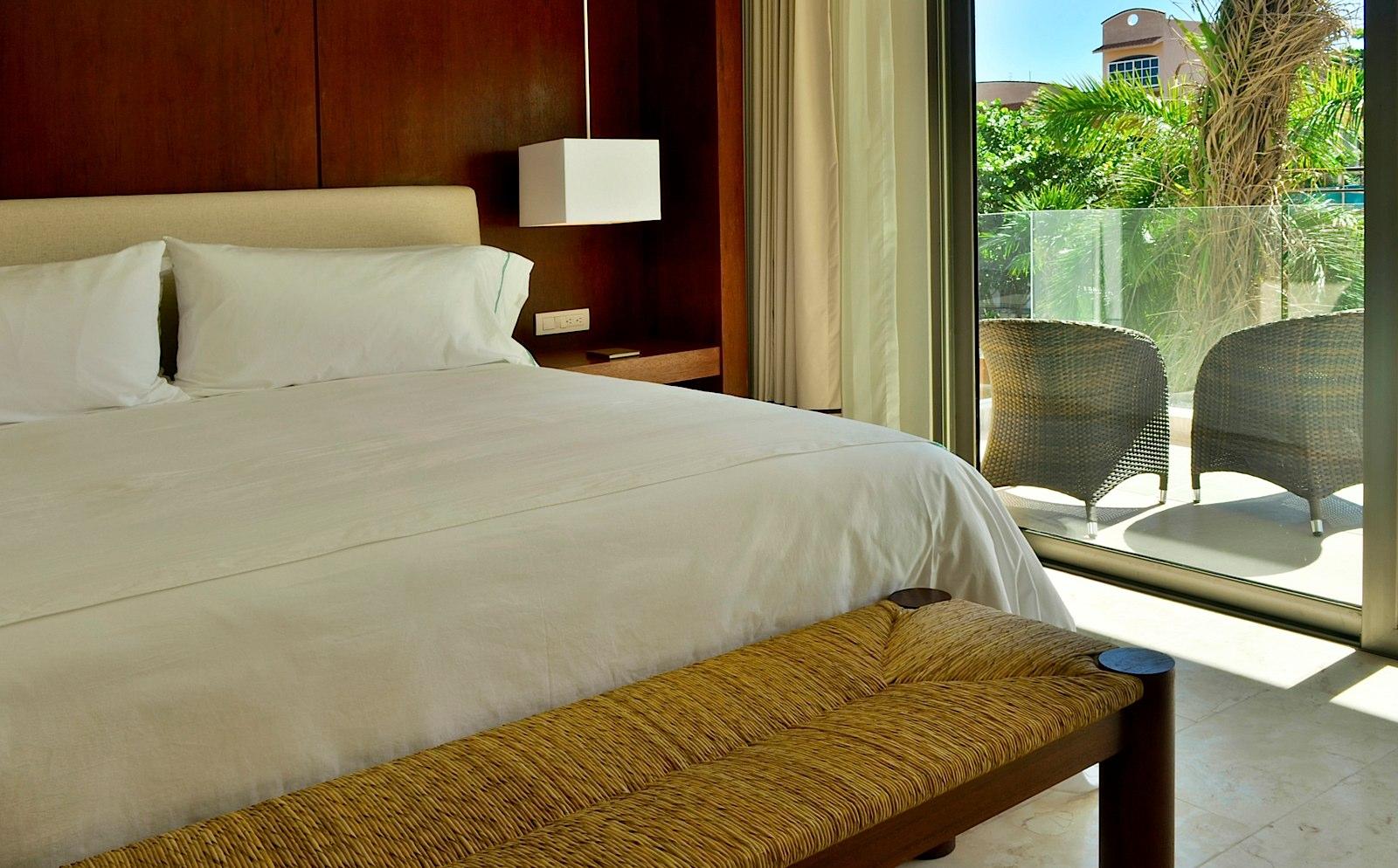 Palm_Deluxe_Suite_1_Bedroom (1)