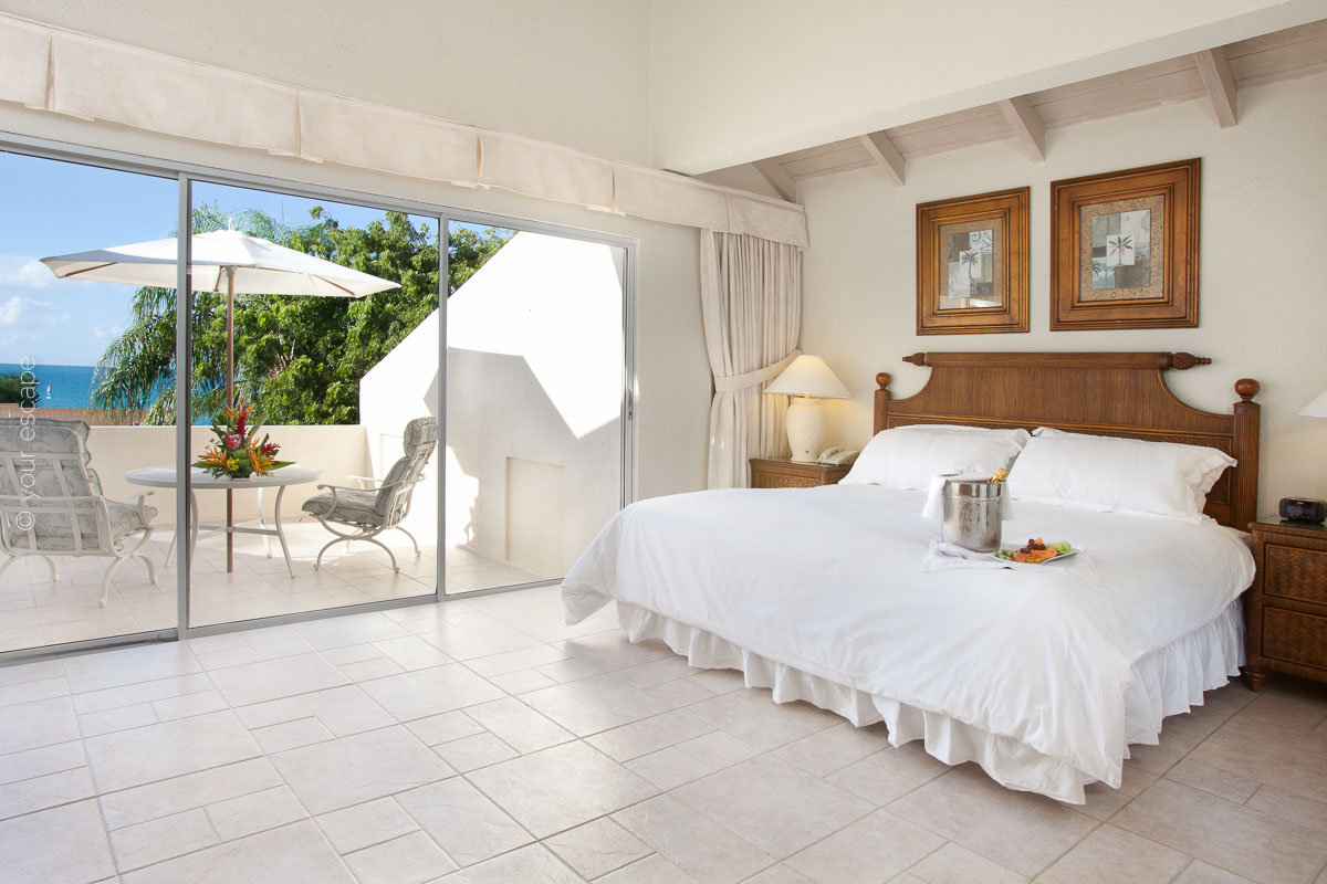 Blue Waters_Superior_Hillside_Room-your escape
