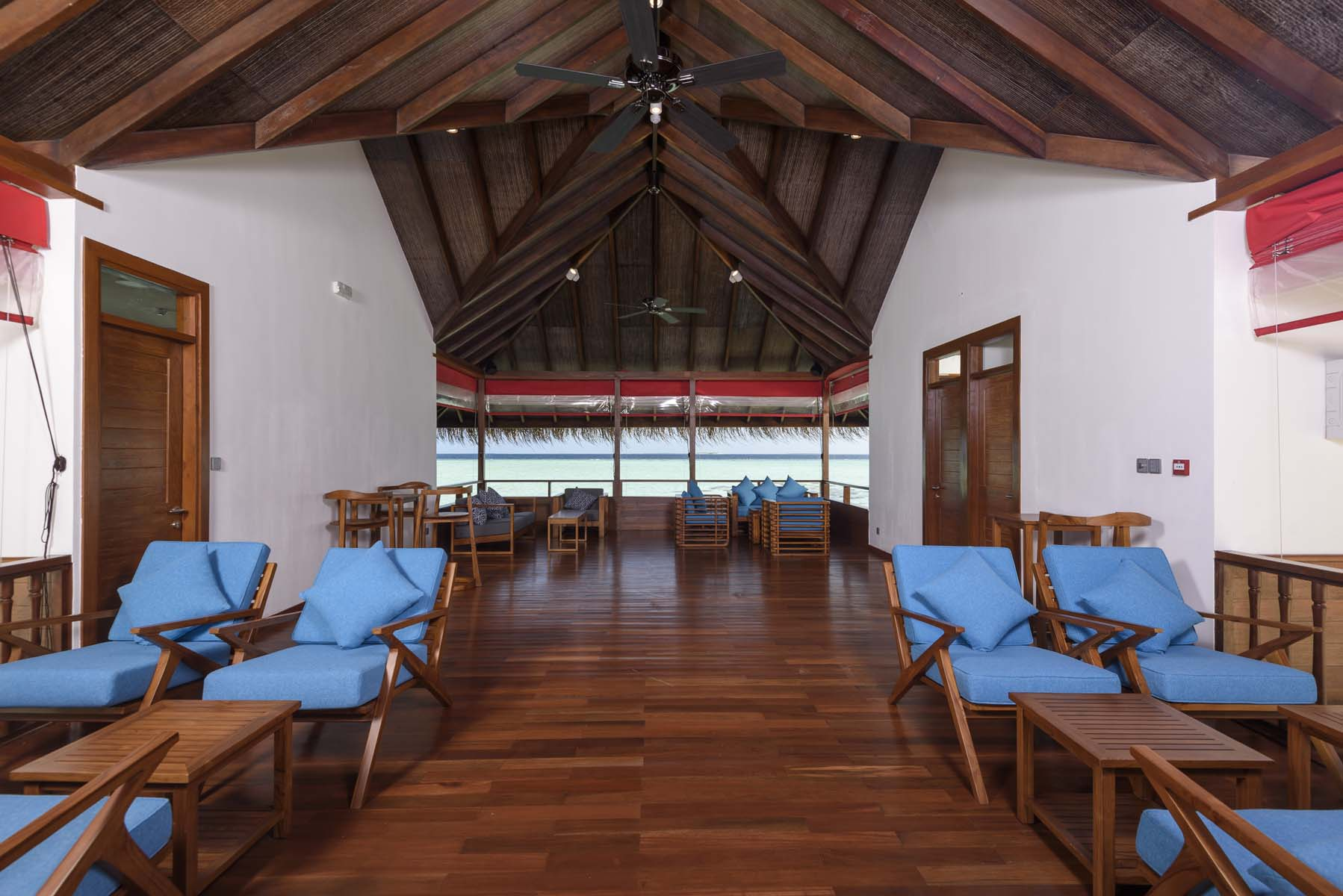 Dhigifaru Island Resort yourescape (28)