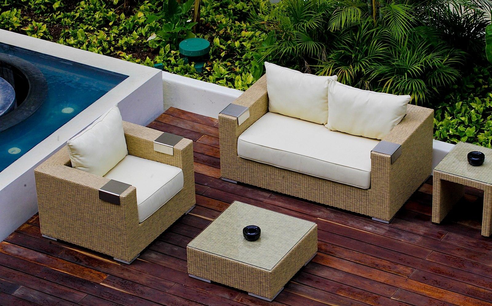 Courtyard_patio_lobby_PALM57