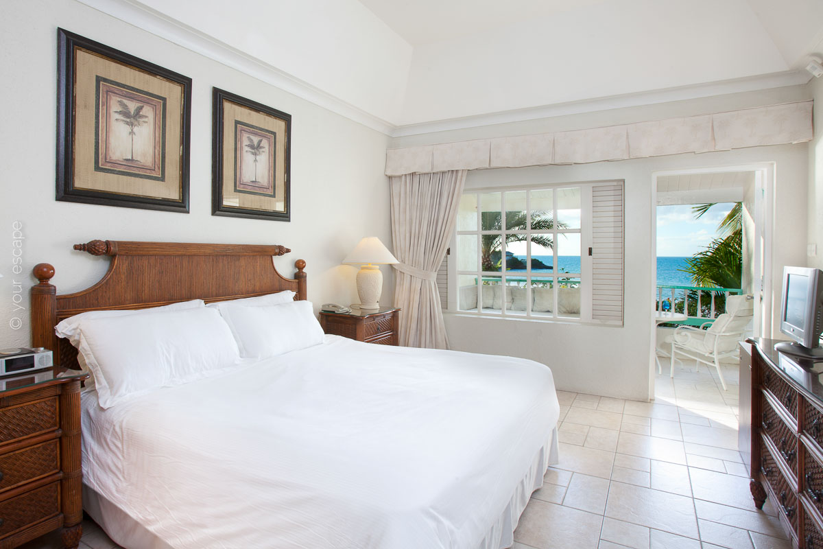 Blue Waters_Deluxe_Beachfront_Room-your escape