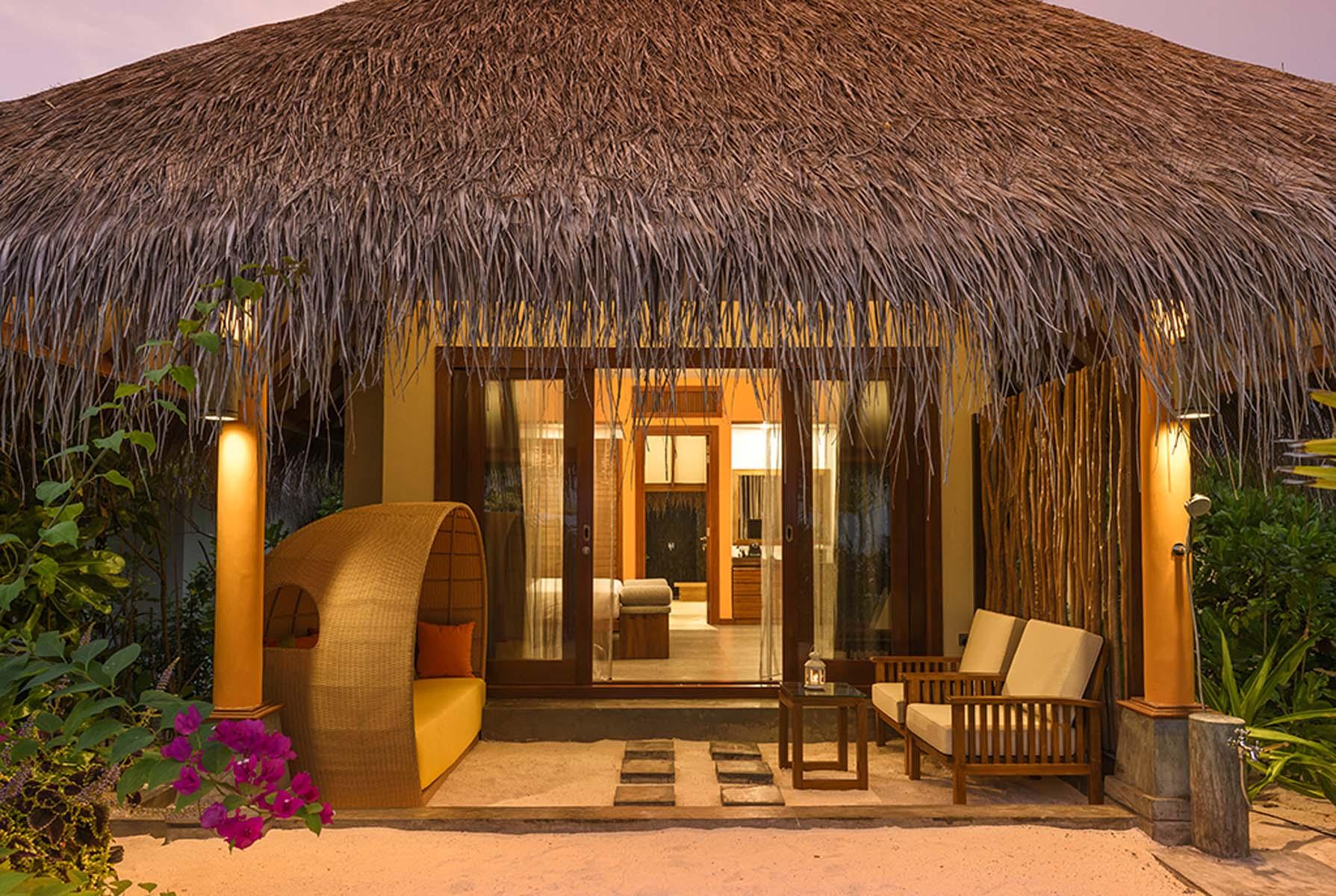 Dhigifaru Island Resort yourescape (53)