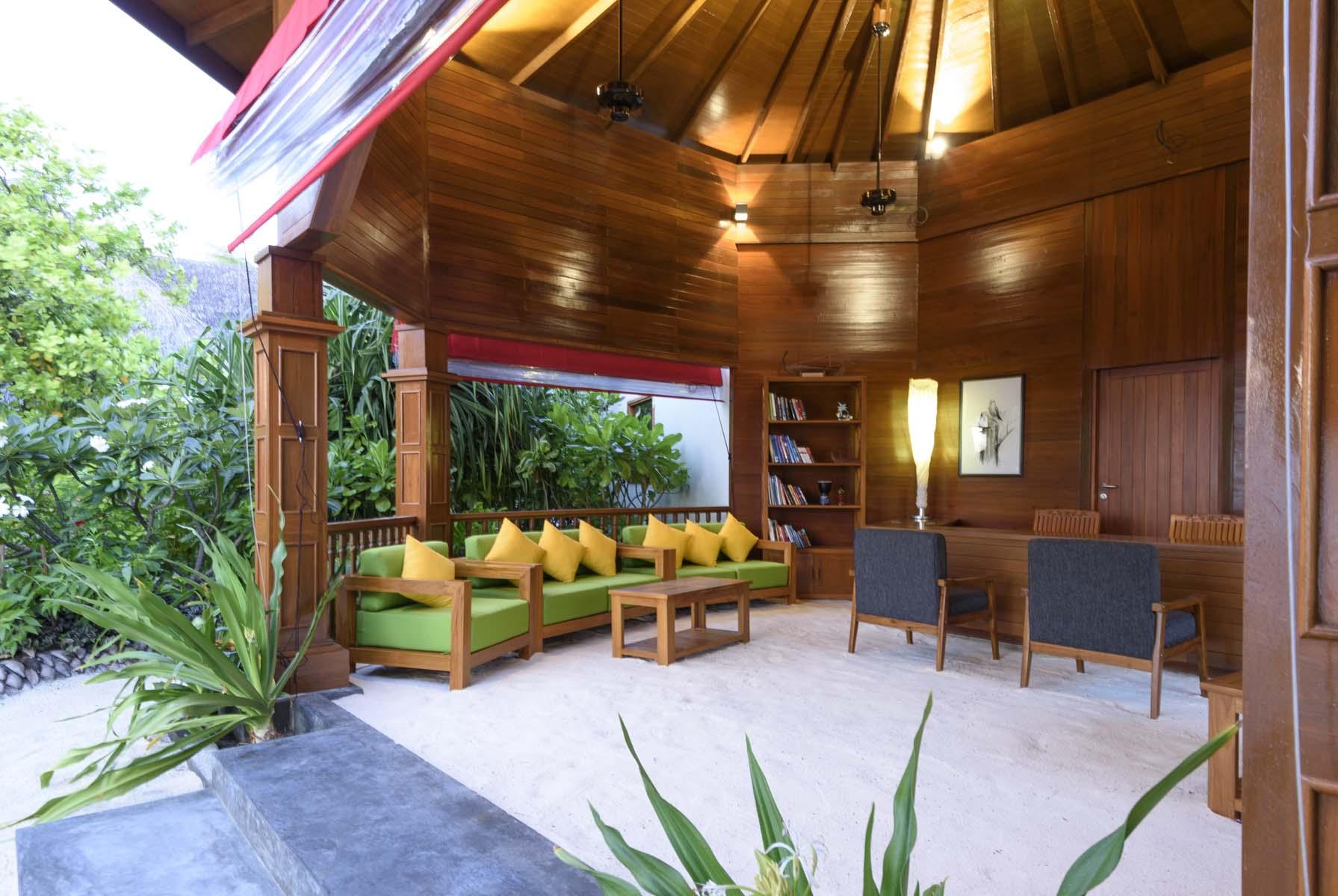Dhigifaru Island Resort yourescape (26)
