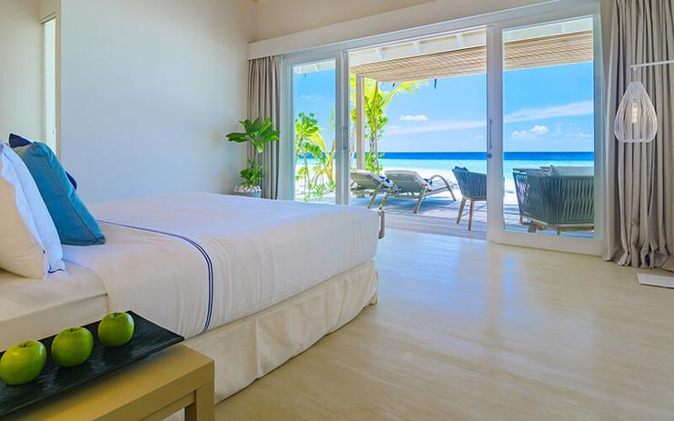 baglioni_resort_maldives_beach_villa_bed