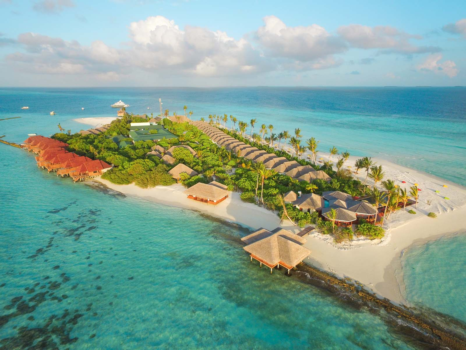 Dhigifaru Island Resort yourescape (17)