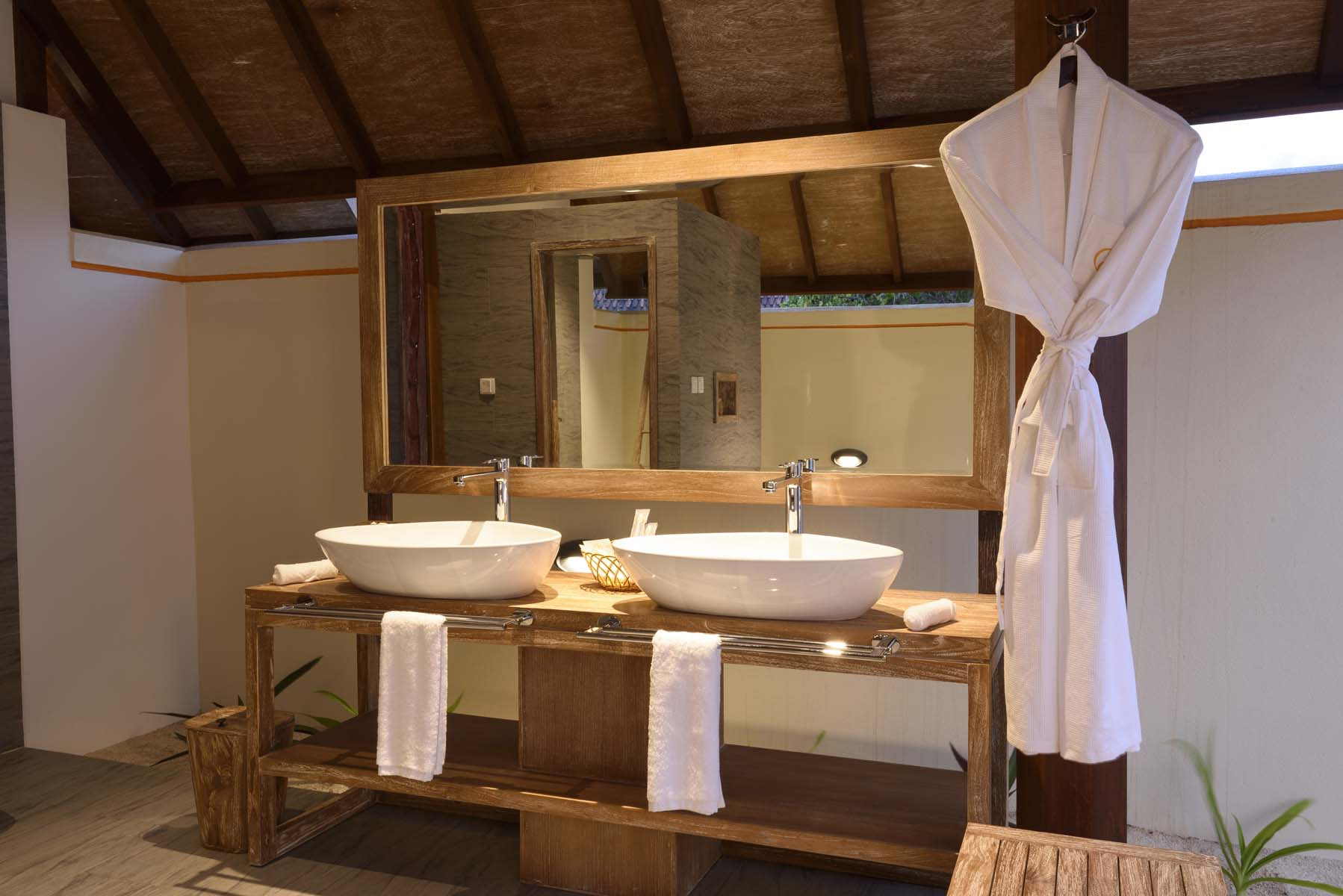 Dhigifaru Island Resort yourescape (41)