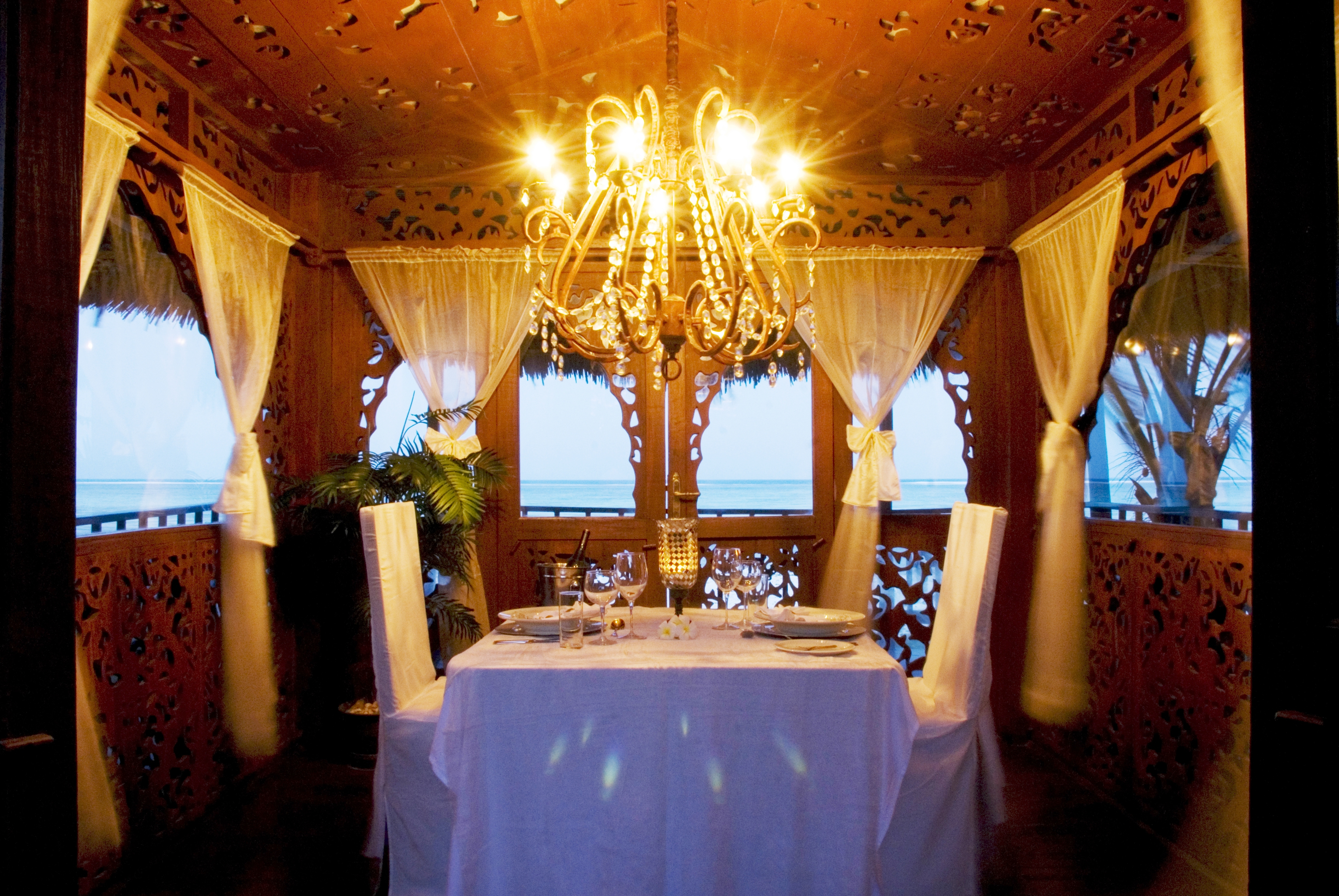 Romantic-Dining-in-the-tides