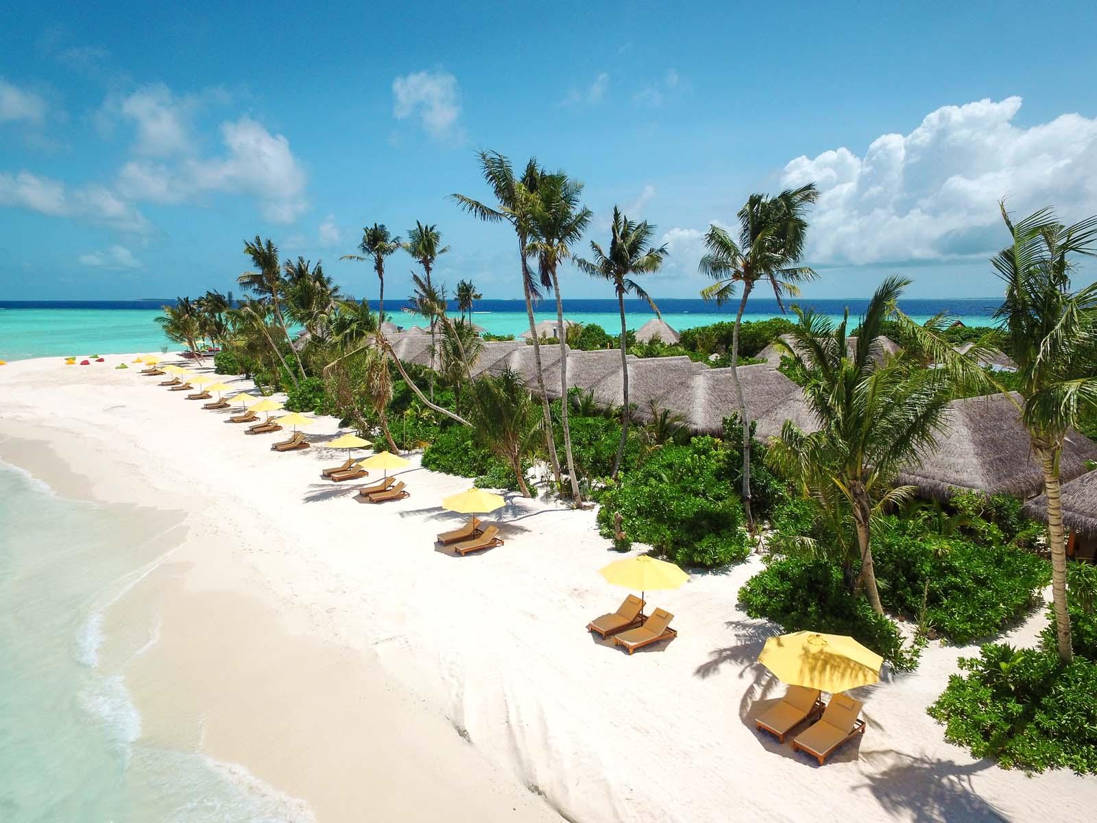 Dhigifaru Island Resort yourescape (12)