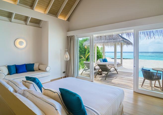 02_baglioni_resort_maldives_pool_grand_b
