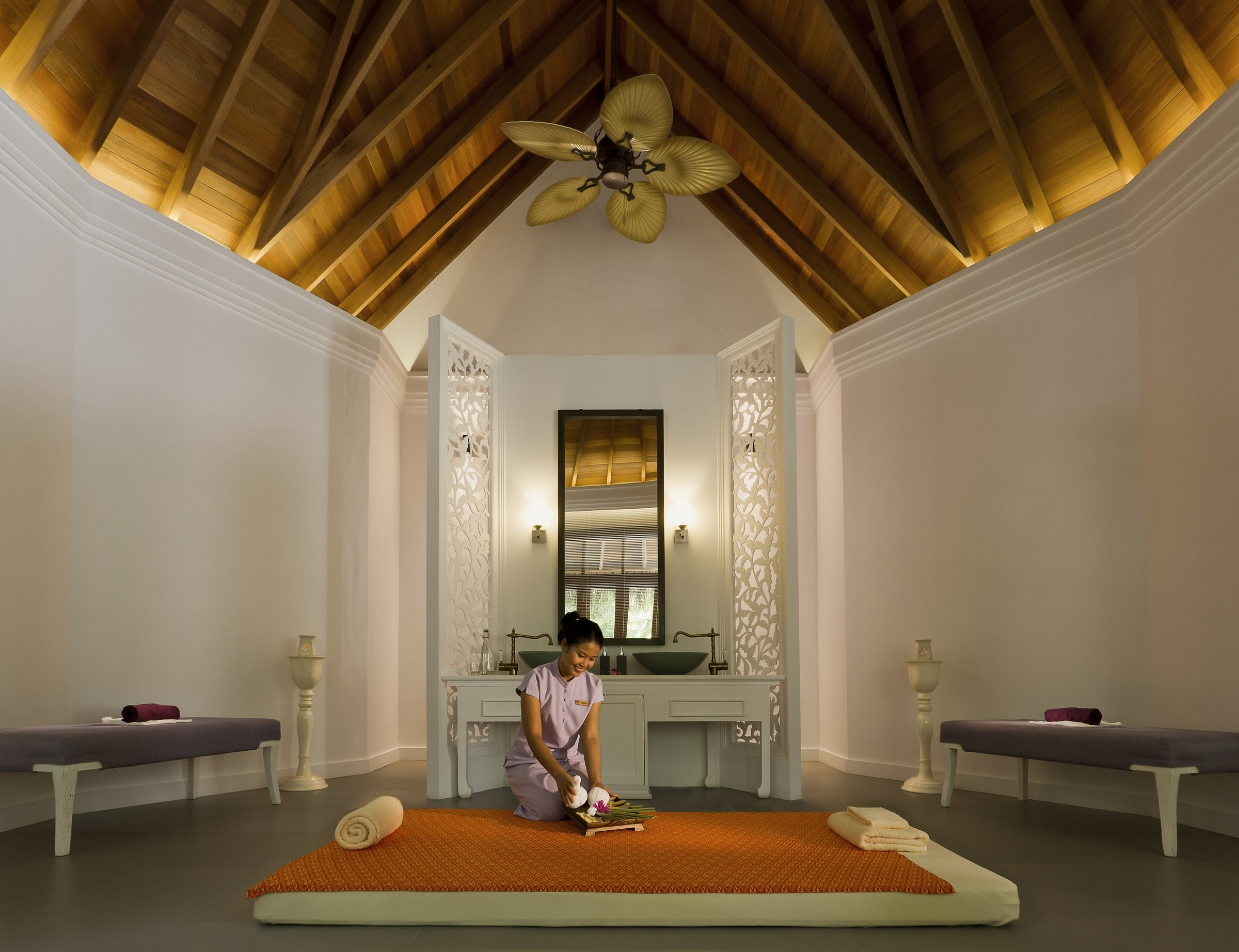 Devarana_Spa_treatment_room_photoLarge