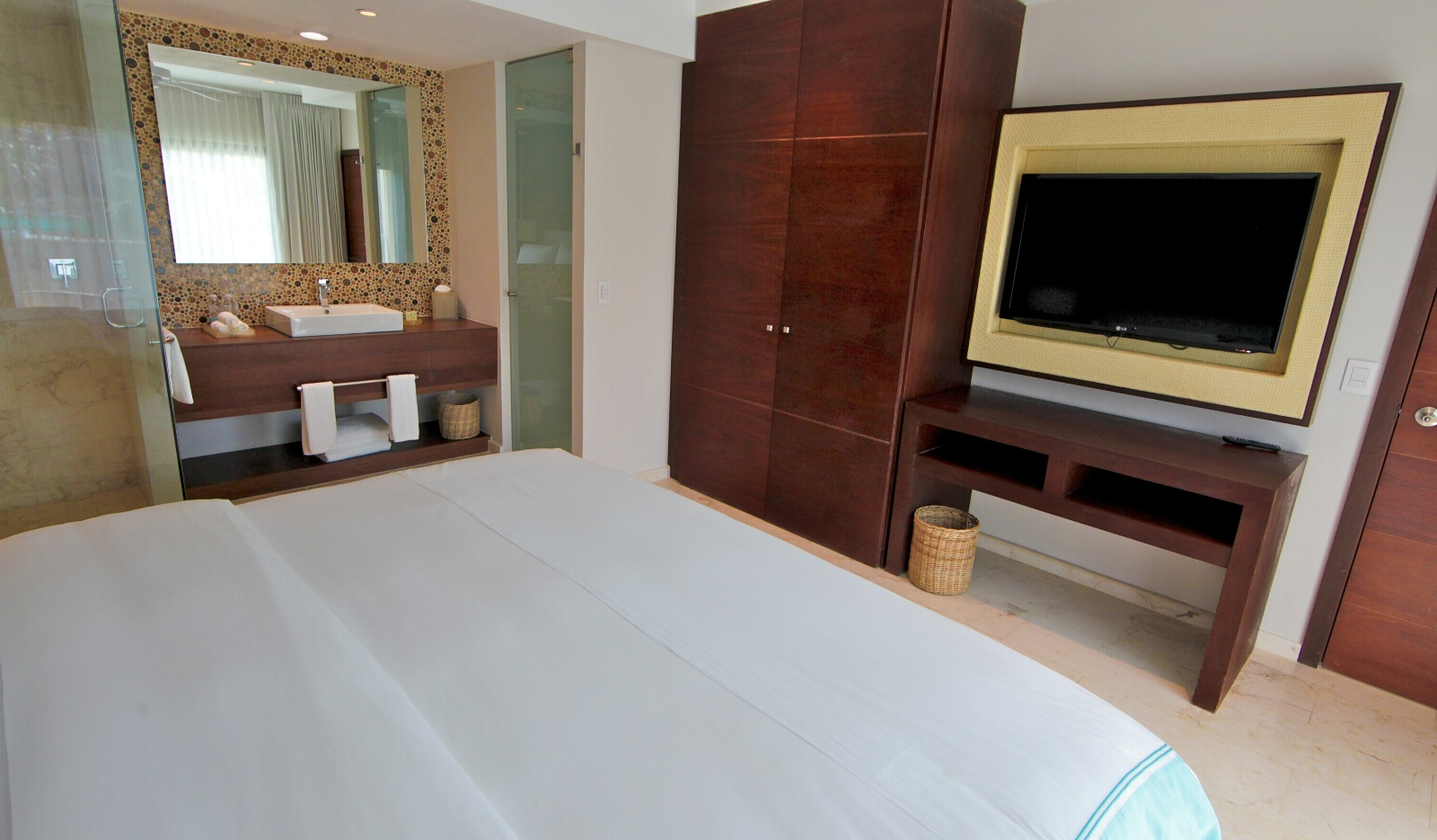 alm_Room