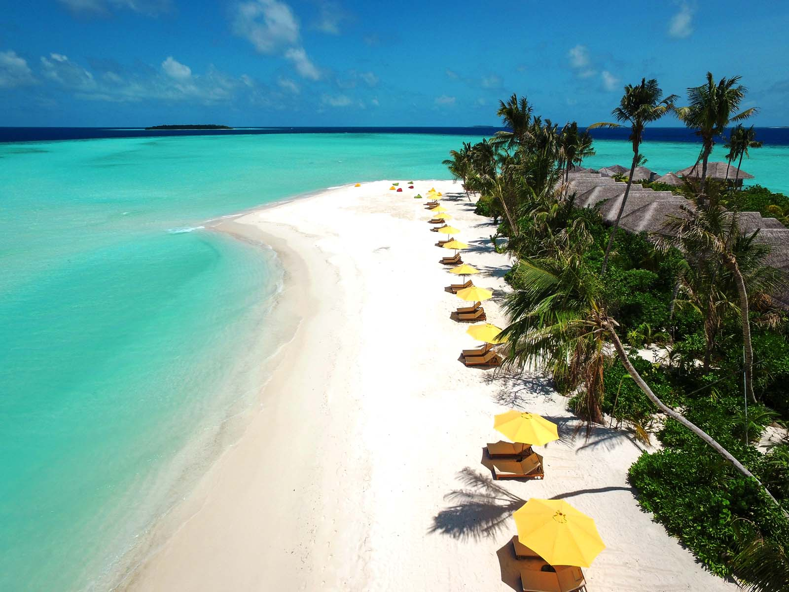 Dhigifaru Island Resort yourescape (11)