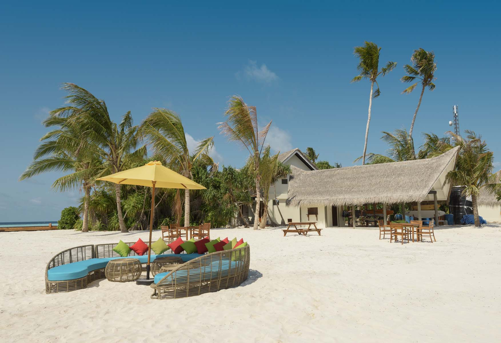 Dhigifaru Island Resort yourescape (54)