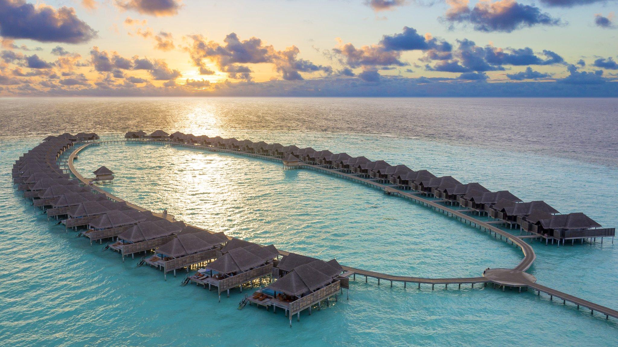 Maldives Anantara Kihavah 17 Overwater villas Sunset_aeria
