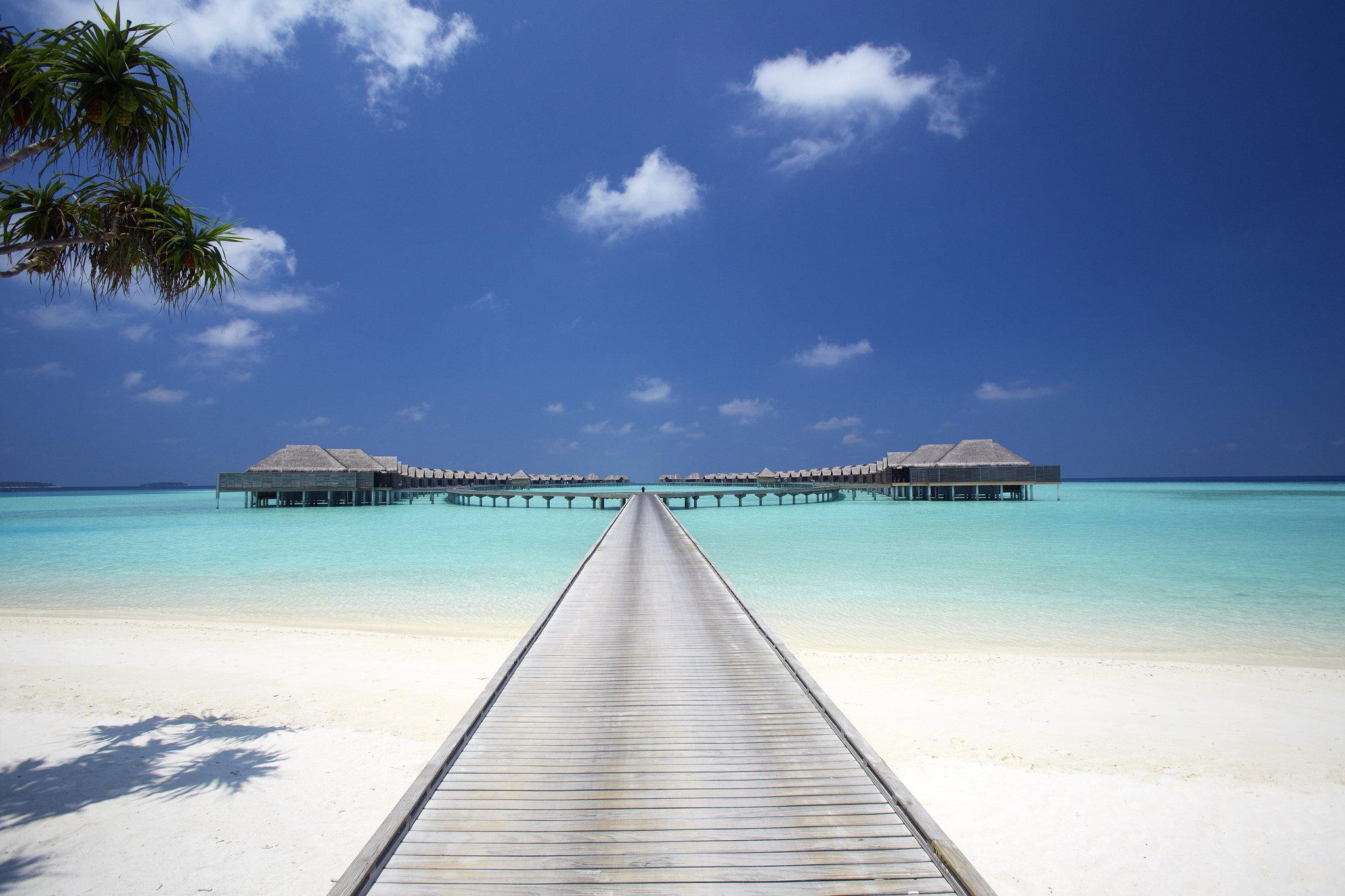 Maldives Anantara Kihavah 11 Villas overwater boardwalk