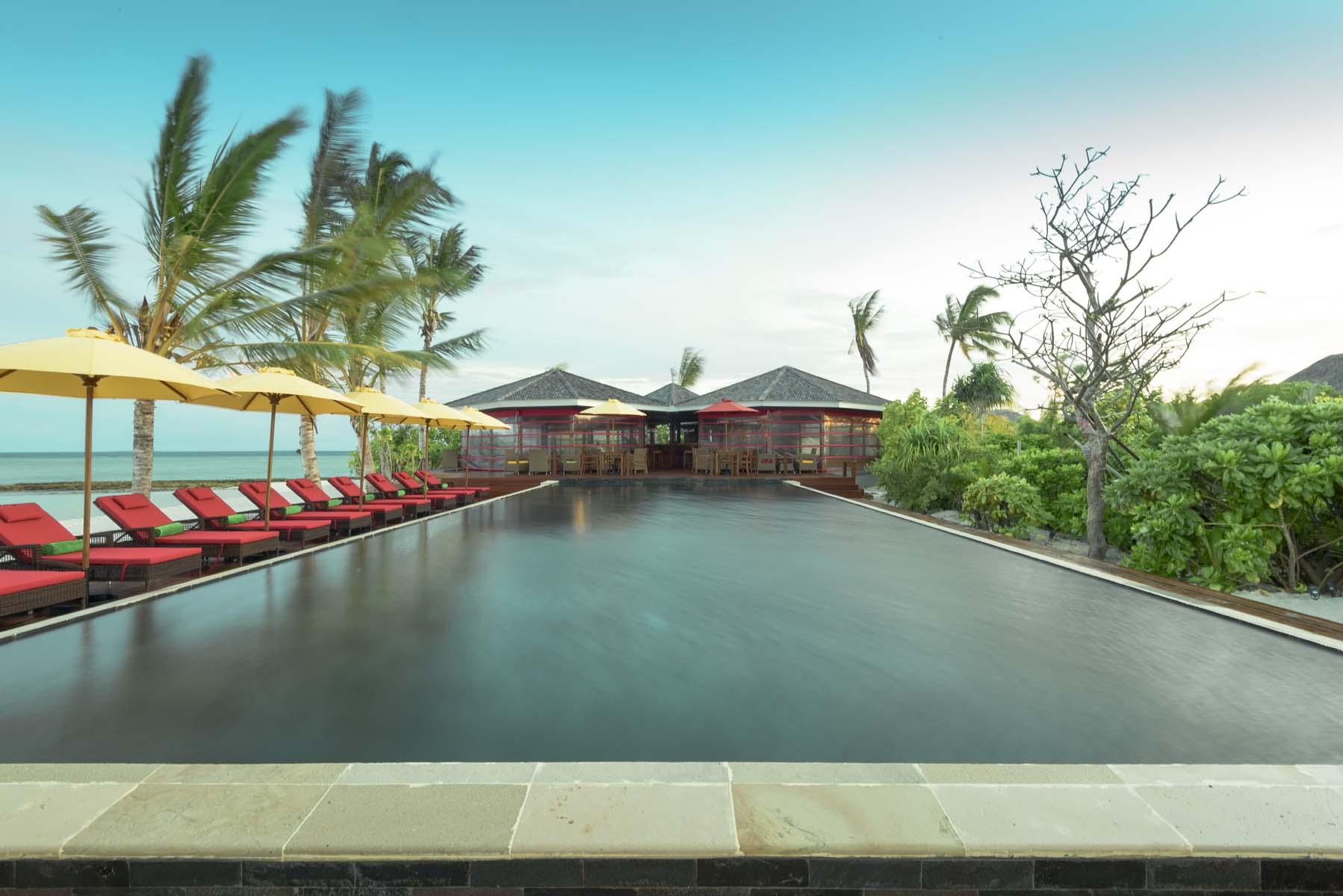 Dhigifaru Island Resort yourescape (23)