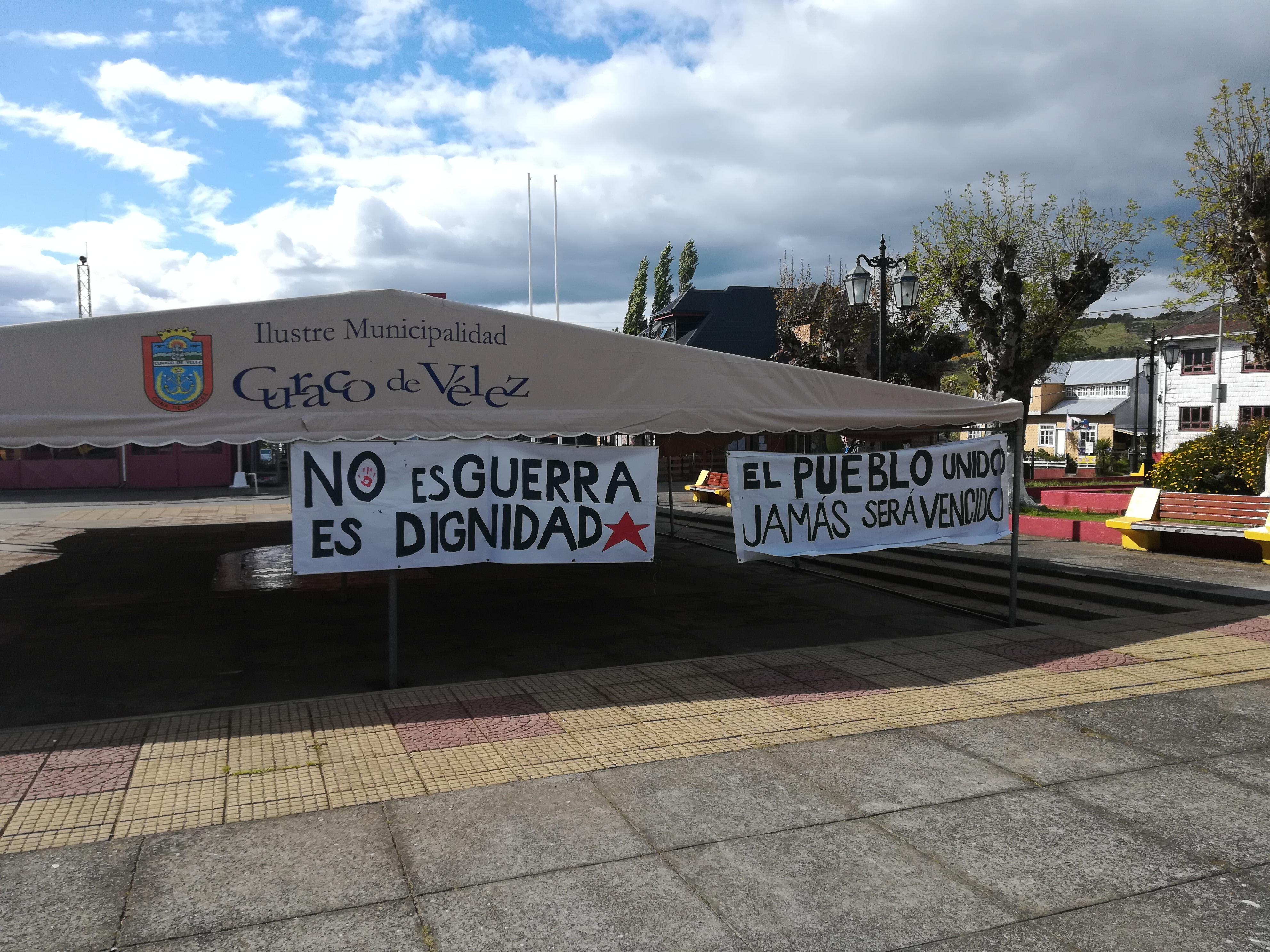 Pancartas en Curaco de Vélez