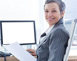 Smiling%20businesswoman%20using%20comput