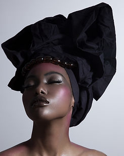 Modell in Kopftuch