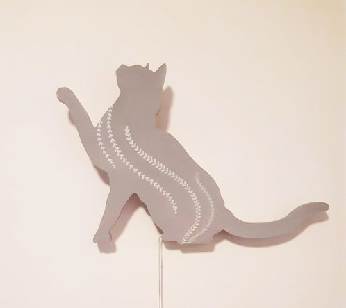גוף תאורה חתול עומד אפור