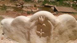פסל סביבתי מבוץ וטייח