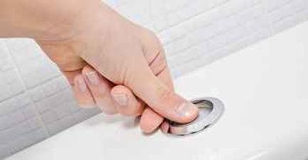 hand-touching-toilet.jpg