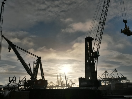 4 Signs That You Should Replace Your Crane Equipment