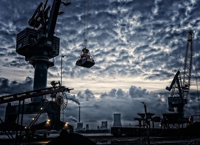 Crane lifting weight at the harbor