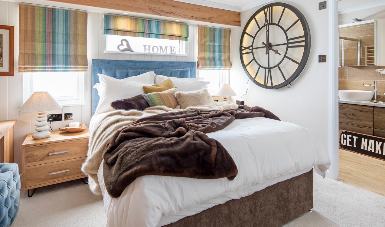 Alaska-main-bedroom.jpg
