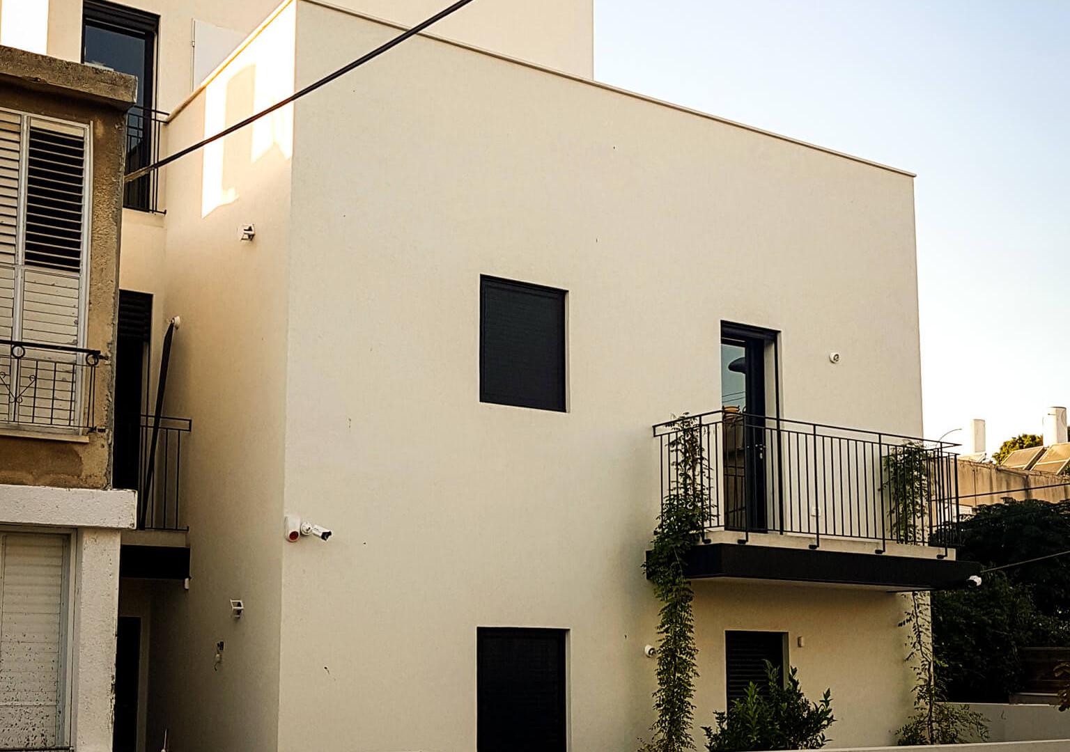 תכנון מחדש של חצי בנין בתל אביב