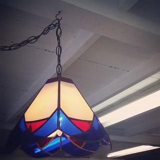 店内のステンドグラス照明