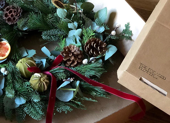READY MADE TRADITIONAL CHRISTMAS WREATH