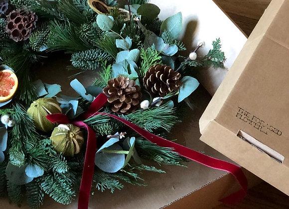 TRADITIONAL DIY CHRISTMAS WREATH BOX
