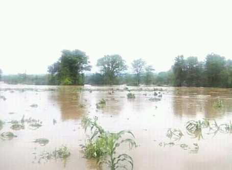 Binga Floods live at least one dead and 34 families marooned.