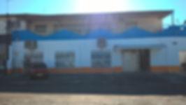 fachada azul e laranja